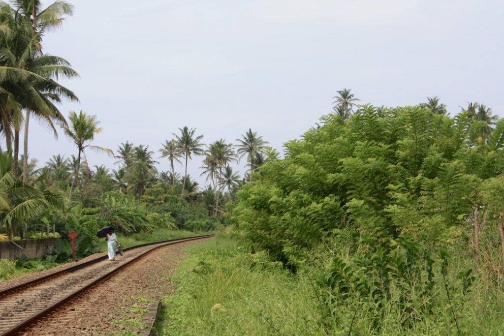 Die Schienen als Fußweg